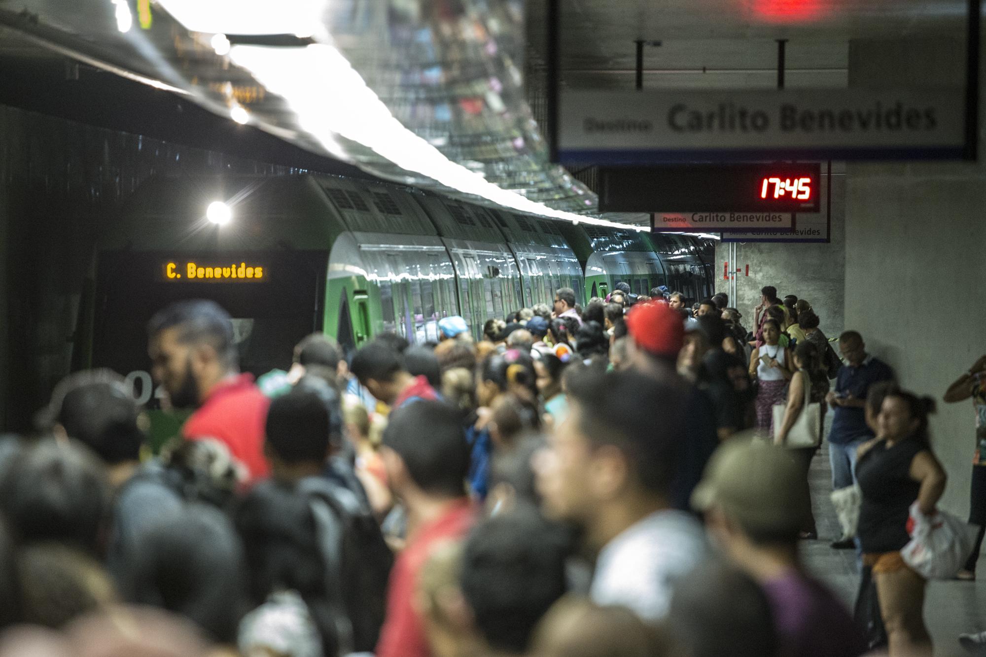 Linhas de metrô e VLT operam até 20h nesta quinta-feira