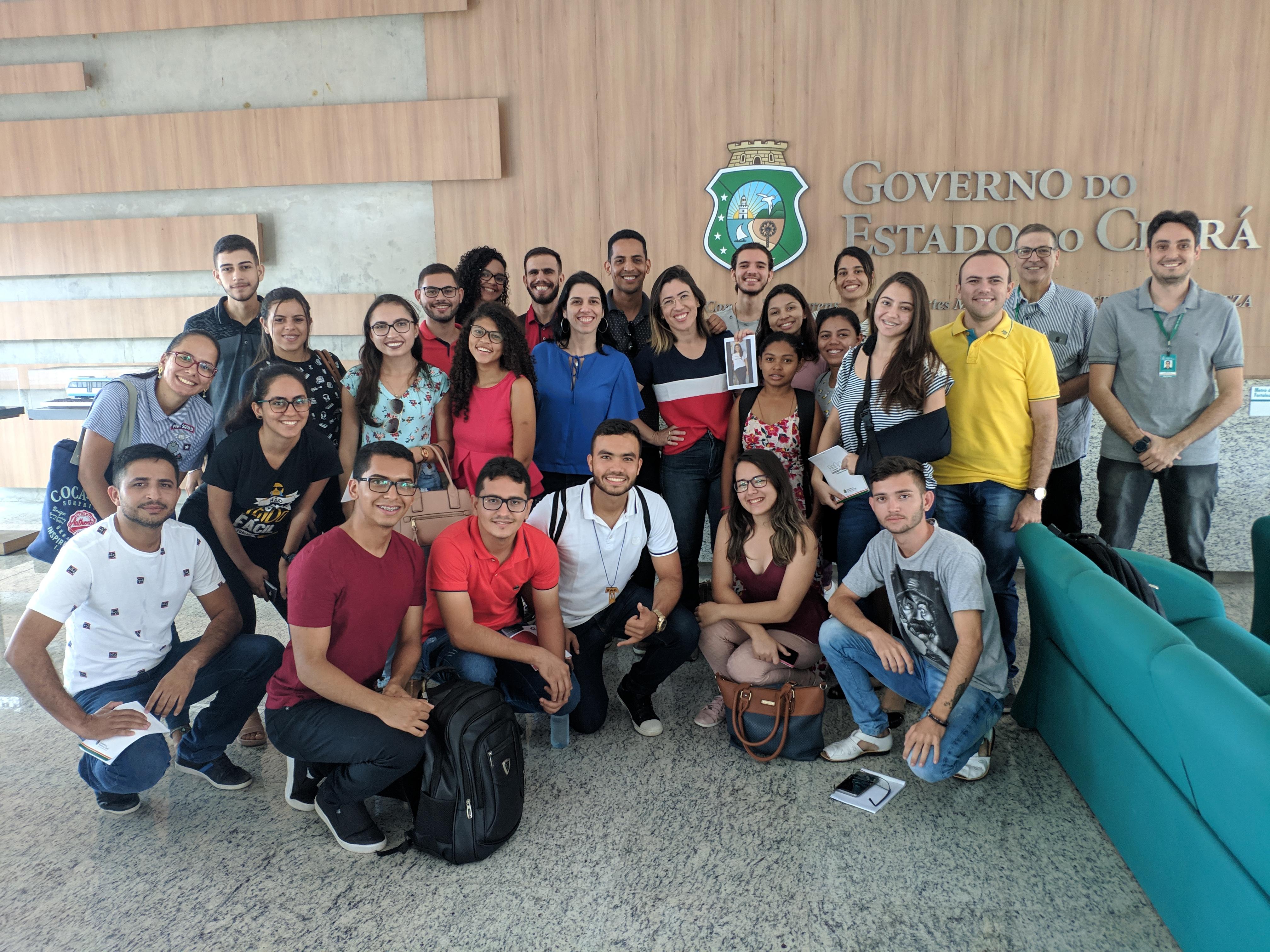 Metrofor recebe alunos da UFCA em visita ao sistema metroviário