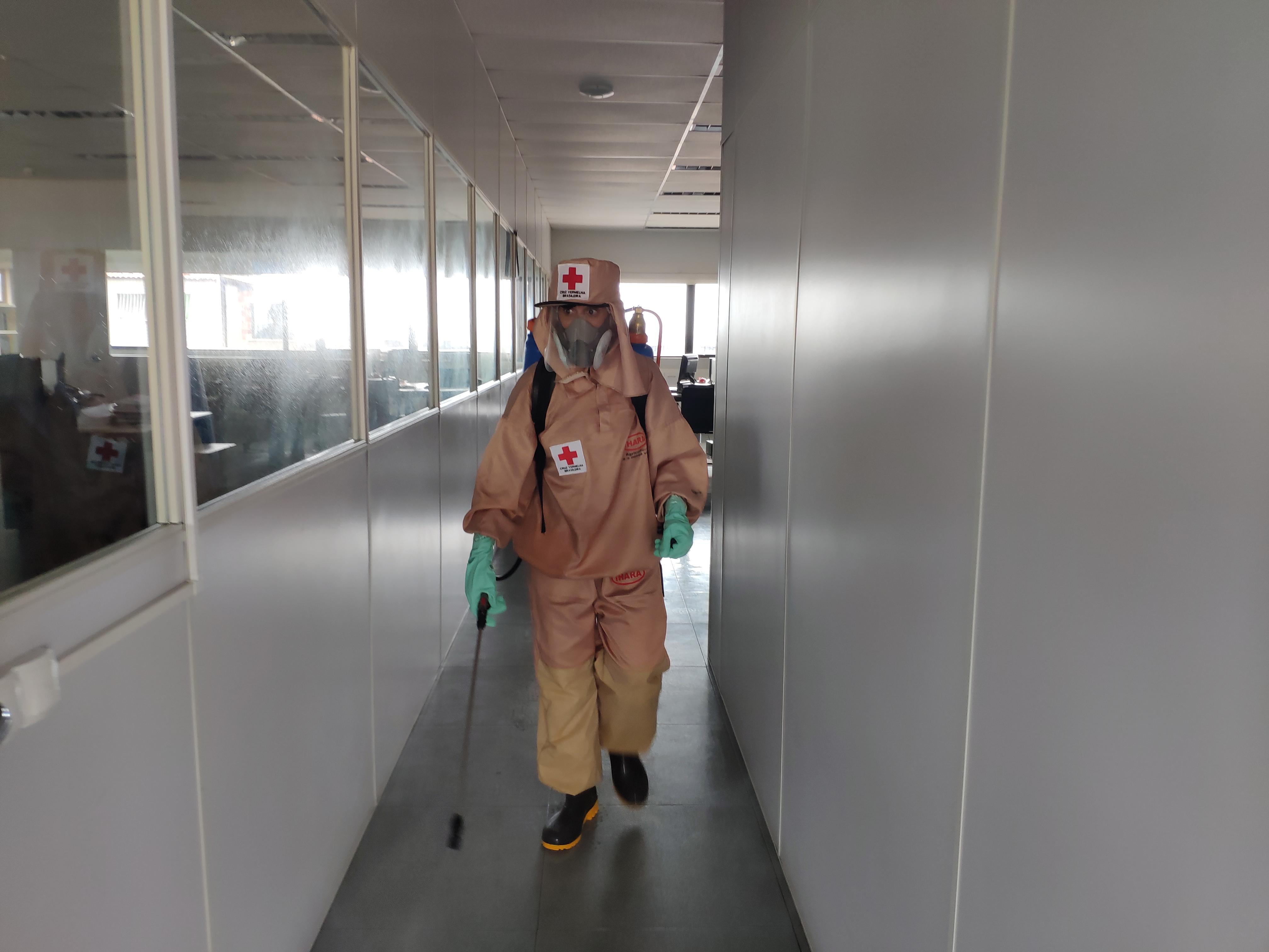 Pulverização contra coronavírs aumenta segurança no edifício-sede do Metrofor